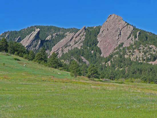 The 6.7 mile Mesa Trail runs north-south along Boulder's front range