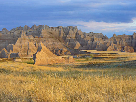 Vast prairie meets the Badland Wall on the Castle Trail